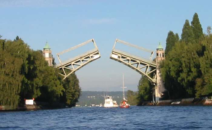 A picture named MontlakeBridge.jpg